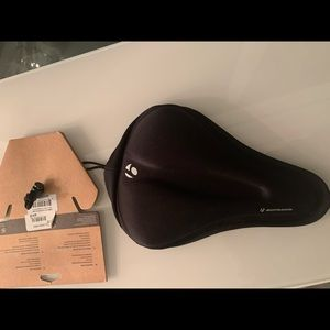 A bicycle seat covering